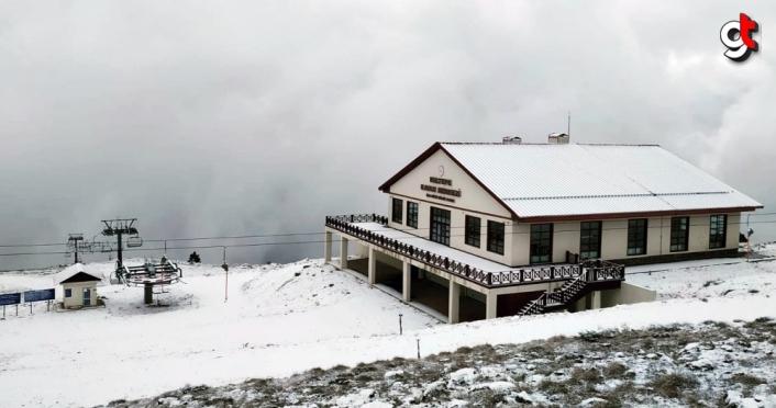 Karabük'teki Keltepe Kayak Merkezi beyaza büründü