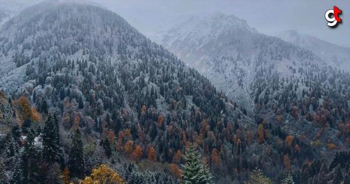 Rize'de kar yağışı yüksek kesimlerde etkili oluyor
