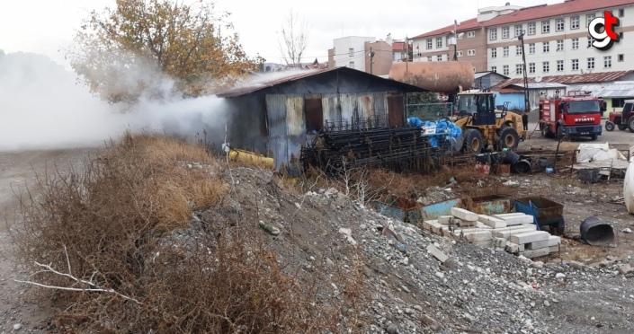 Taşova Belediyesi deposunda çıkan yangın söndürüldü
