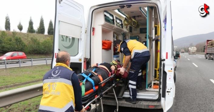 Anadolu Otoyolu'nda kaza yapan araçta sıkışan sürücü kurtarıldı