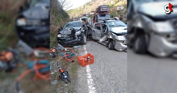 Artvin'de iki otomobil çarpıştı: 5 yaralı