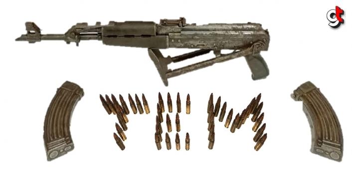 Bayburt'ta uzun namlulu silahın ele geçirildiği araçtaki iki kişiden biri tutuklandı