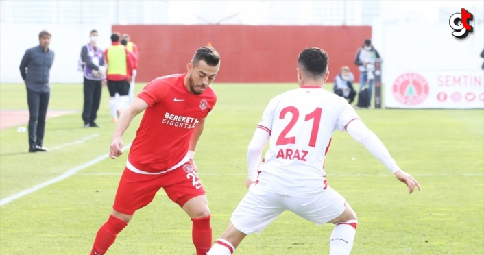 Boluspor Kulübü Başkanı Abdullah Abat, Ümraniyespor maçını vinç üzerinde izledi