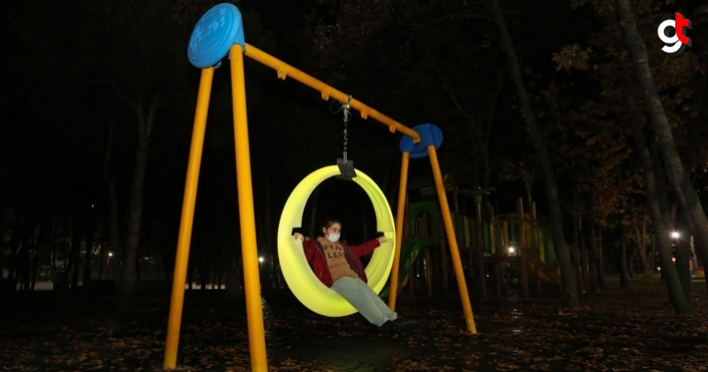 Canik'te parklar ışıklandırıldı