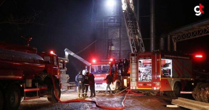 Düzce'de kereste fabrikasının toz silosunda çıkan yangın söndürüldü