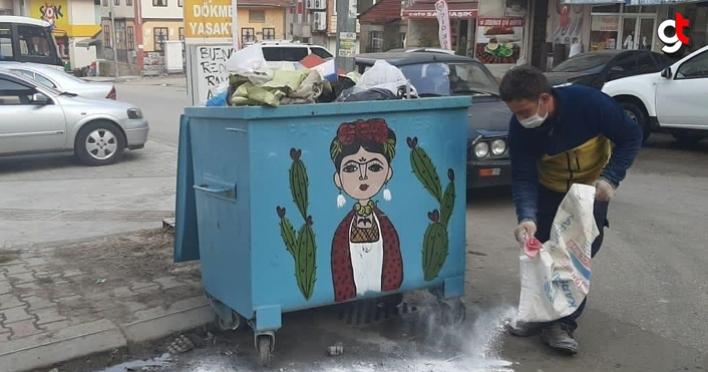Fatsa Belediyesi çöp konteynerlerini virüsü karşı ilaçlıyor