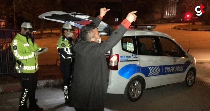 Karabük'te sokağa çıkma kısıtlamasına uymayan alkollü ve ehliyetsiz sürücüye para cezası uygulandı