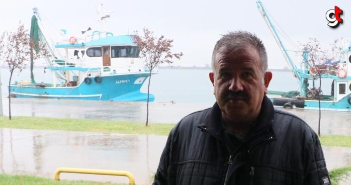 Karadeniz'de balıkçılar denizanasından kurtulmak için