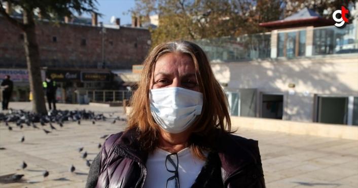 Kastamonu'da yiyecek bulmakta zorlanan kuşlar, gönüllüler ve belediye ekiplerince beslendi