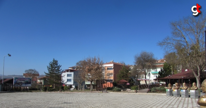 Kavak'ta cadde ve sokaklar boş kaldı