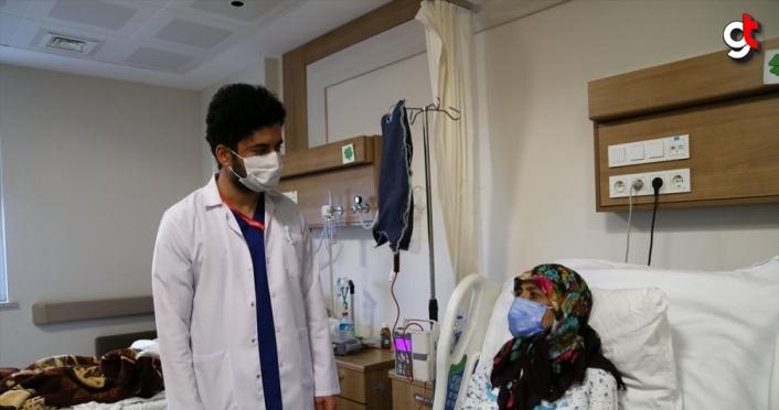 KOVİD-19 HASTALARI YAŞADIKLARINI ANLATIYOR - Ambulans uçakla Samsun'a getirilen Afgan doktor Türkiye'ye minnettar