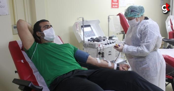 Kovid-19'u yenen Düzcesporlu futbolcu, yönetici ve antrenörler immün plazma bağışında bulundu