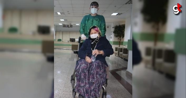 Samsun'da 100 yaşındaki kadın Kovid-19'u yendi