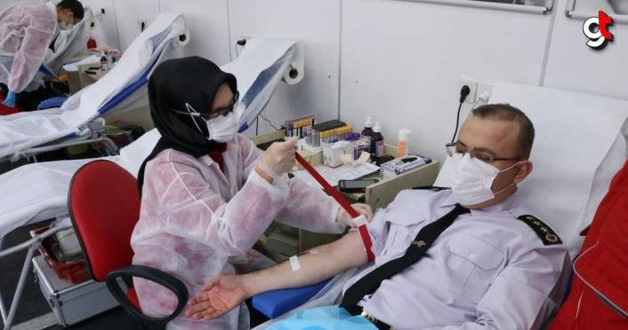 Samsun'da Kovid-19'dan yaşamını yitiren Kızılay Şube Başkanı anısına kan bağışı kampanyası düzenleniyor