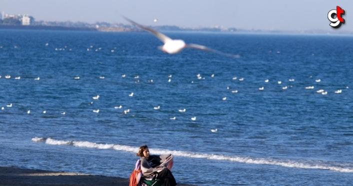Samsun'da vatandaşlar sahilde güneşli havanın tadını çıkardı