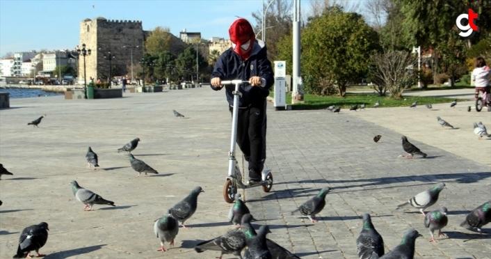 Sinop'ta çocuklar güneşli havada eğlendi