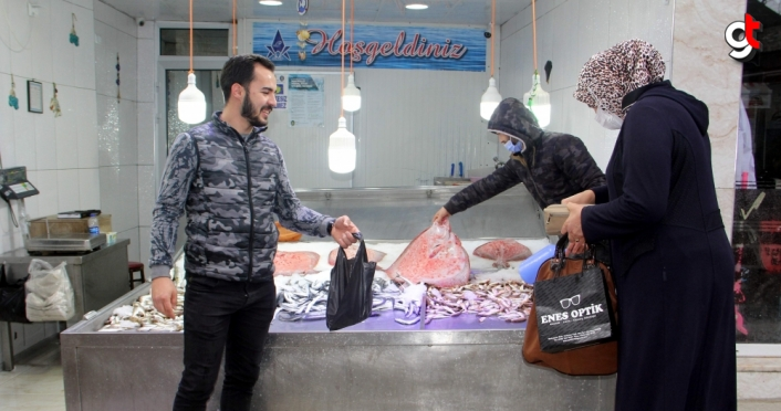 Sinop'ta kısıtlama başlamadan yapılan bol alışveriş balık tezgahları boşalttı