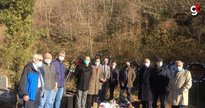 Trabzonspor Kulübünün kurul başkan ve üyeleri, Özkan Sümer'in mezarını ziyaret etti