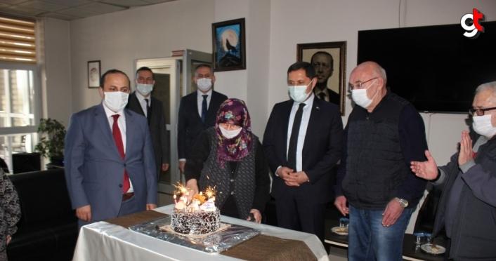 Vali Masatlı yılın son günü sağlık çalışanları ile huzurevini ziyaret etti