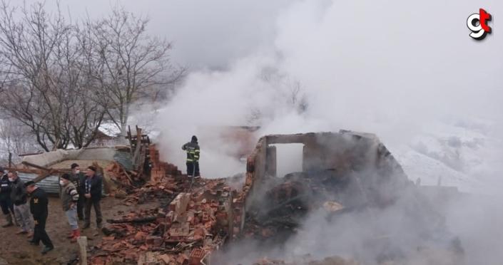 Amasya'da çıkan yangında 7 büyükbaş hayvan telef oldu