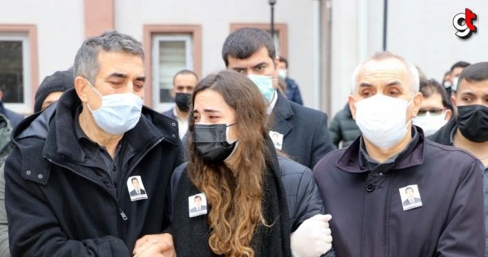 Amasya'da Kovid-19 nedeniyle yaşamını yitiren sağlık çalışanı son yolculuğuna uğurlandı