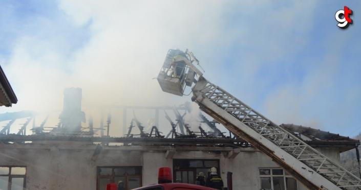 Bartın'da yangında dumandan etkilenen yaşlı kadın hastaneye kaldırıldı