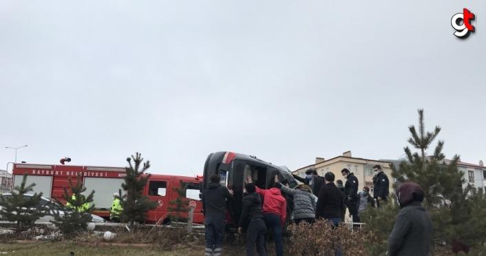 Bayburt'ta otomobil devrildi: 1 yaralı