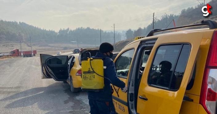 Boyabat'ta toplu taşıma araçlar rutin olarak dezenfekte ediliyor