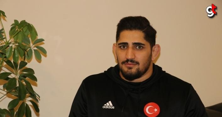 Dünya Kupası'nda gümüş madalya kazanan güreşçi Osman Yıldırım'ın gözü zirvede:
