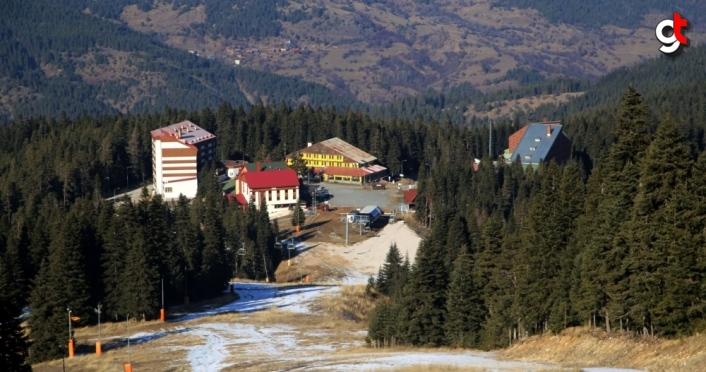 Ilgaz Dağı'ndaki kayak merkezi karsız ve sessiz kaldı