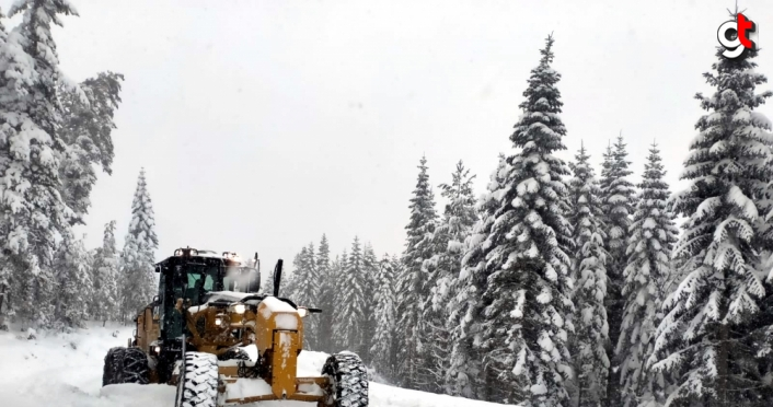 Karabük'te 98 köyün yolu kardan kapandı