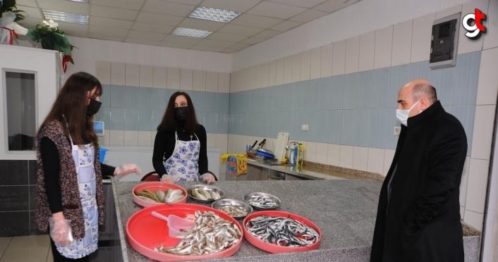 Karadenizli kız kardeşler baba mesleği balıkçılıkta iddialı