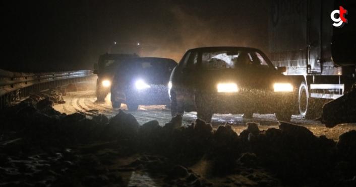 Zonguldak-İstanbul kara yolunda kar yağışı ulaşımı aksatıyor