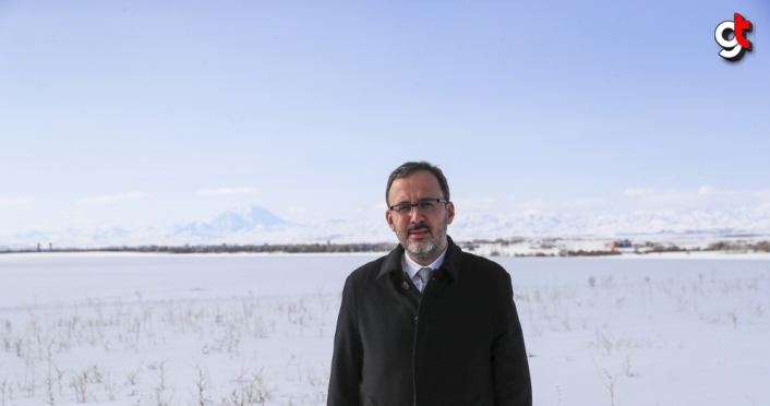 Bakan Kasapoğlu, Ağrı Dağı'nda dağcılarla bir araya geldi