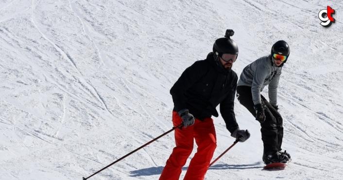 GRAFİKLİ - KIŞ TURİZMİNİN GÖZDE MERKEZLERİ - Köroğlu Dağları'nın zirvesindeki kayak merkezi: Kartalkaya
