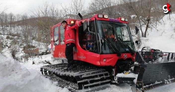 Kastamonu'da kardan yolları kapan iki köydeki yaralı ve hastaya AFAD ve UMKE ekipleri ulaştı