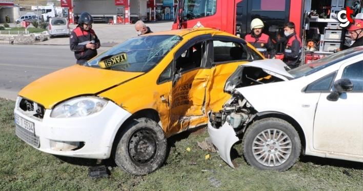 Samsun'da taksi ile otomobil çarpıştı: 1 ölü, 2 yaralı
