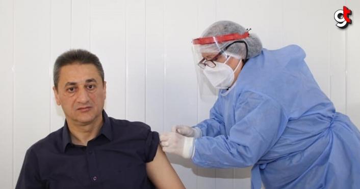 Sinop Valisi Karaömeroğlu Kovid-19 aşısının ilk dozunu yaptırdı