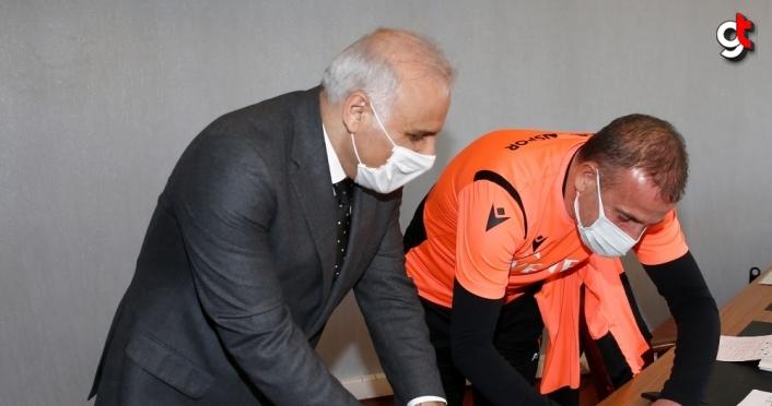 Trabzon Büyükşehir Belediye Başkanı Zorluoğlu'ndan Trabzonspor Teknik Direktörü Avcı'ya ziyaret