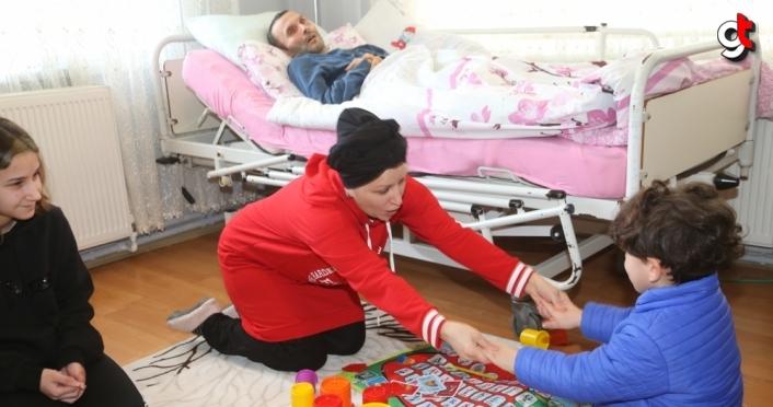 Hayatını kızı, SSPE hastası yatalak eşi ile otizmli yetim yeğenine vakfeden kadın tüm