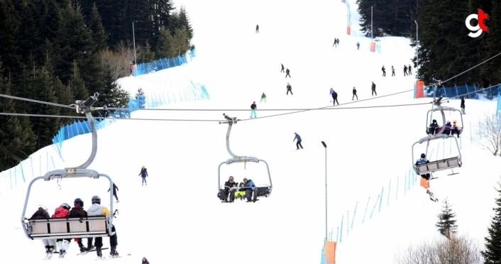 Ilgaz Dağı Kayak Merkezi'nde hafta sonu yoğunluğu yaşandı