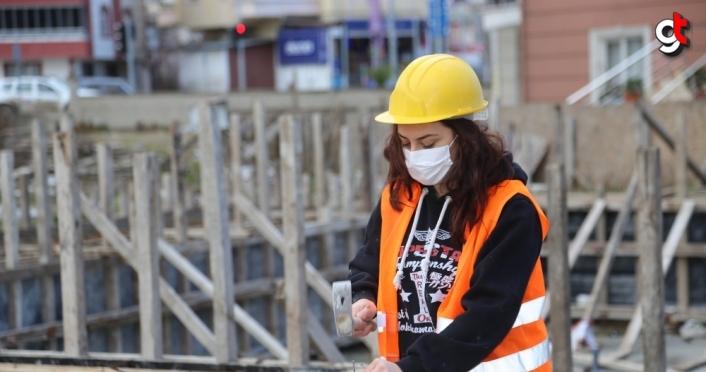 İnşaat işçisi Gül Öztürk, erkek meslektaşlarına taş çıkartıyor