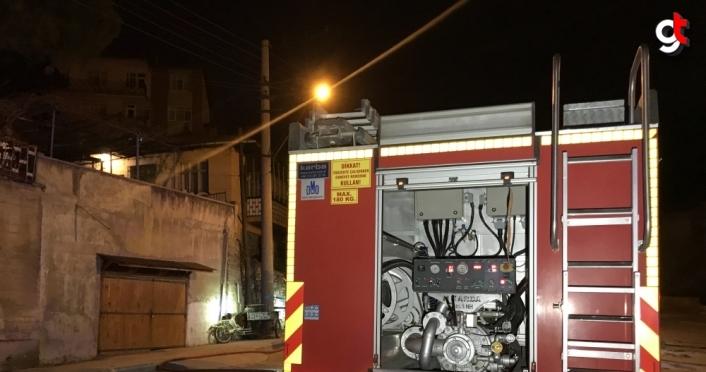 Karabük'te iki katlı evde çıkan yangında dumandan etkilenen iki kişi hastaneye kaldırıldı