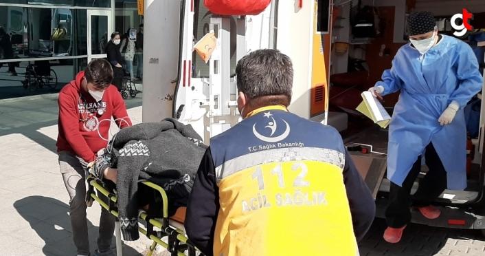Karabük'te traktörle çarpışan hafif ticari araç su kanalına devrildi: 4 yaralı