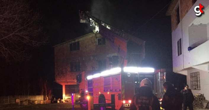 Ünye'de çatı ve ev yangını