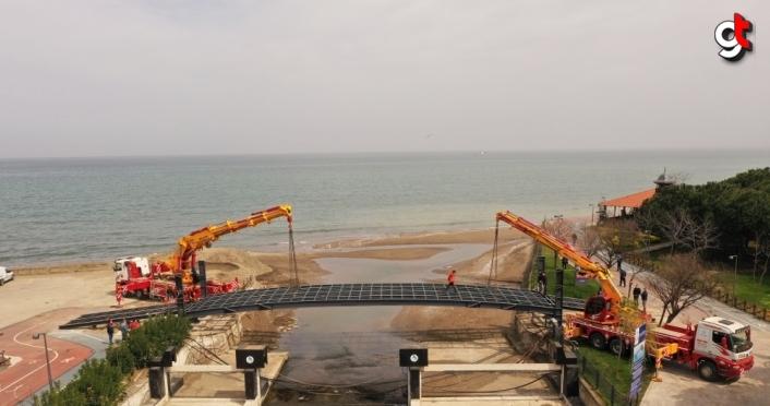 Altınordu'da yaya köprüsünde çalışmalar sürüyor