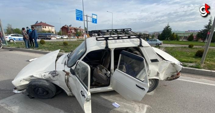 Amasya'da hafif ticari araç ile otomobil çarpıştı: 6 yaralı