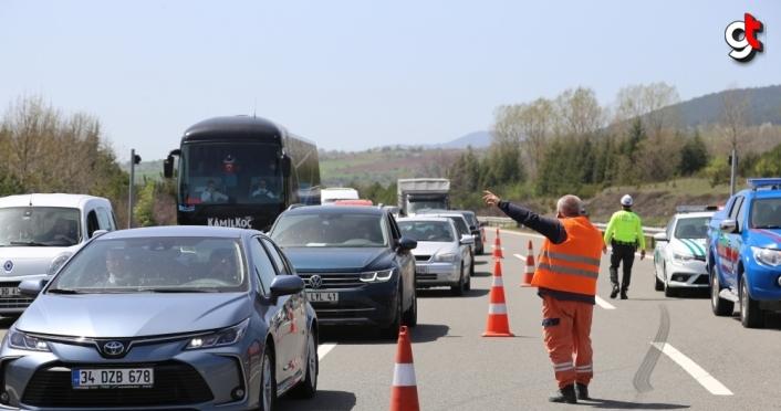 Anadolu Otoyolu'nda otomobil cipe çarptı: 3 yaralı