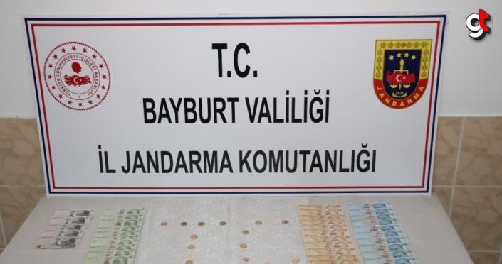 Bayburt'ta kendilerini jandarma personeli olarak tanıtarak dolandırıcılık yapan 3 şüpheli tutuklandı
