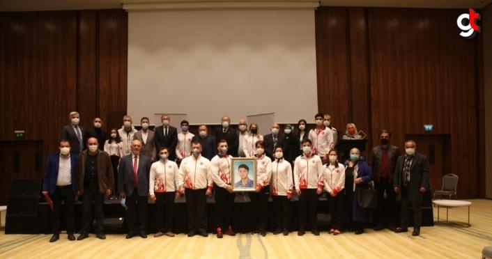 Bolu'da başarılı cimnastikçilere ödül verildi